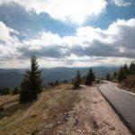 """(VIDEO) """"Drumul lui Iovan"""" din Apuseni, splendoare de drum la 1600 metri altitudine!"""